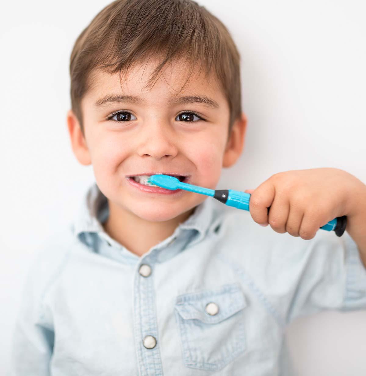 Cepillado dientes niño