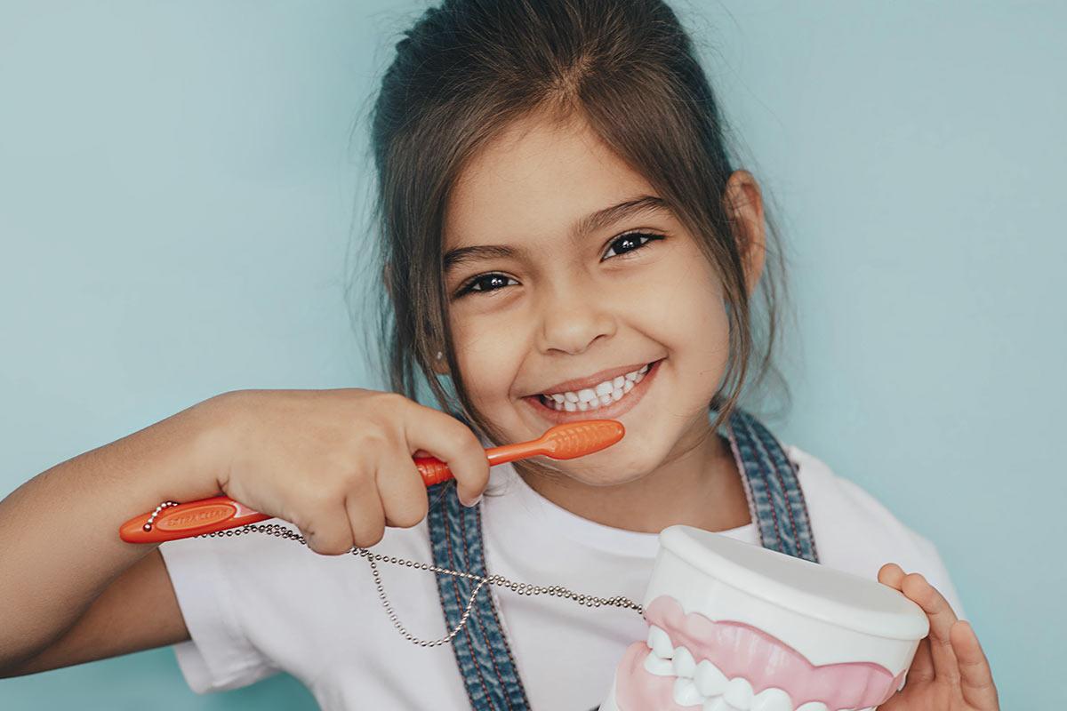 ¿Cuándo realizar la primera visita al dentista?